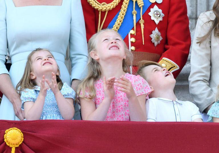 Chỉ một hành động nhỏ nhưng các mẹ sẽ học được 2 chiến thuật xử lý cơn ăn vạ của con giữa chốn đông người từ Công nương Kate Middleton-2