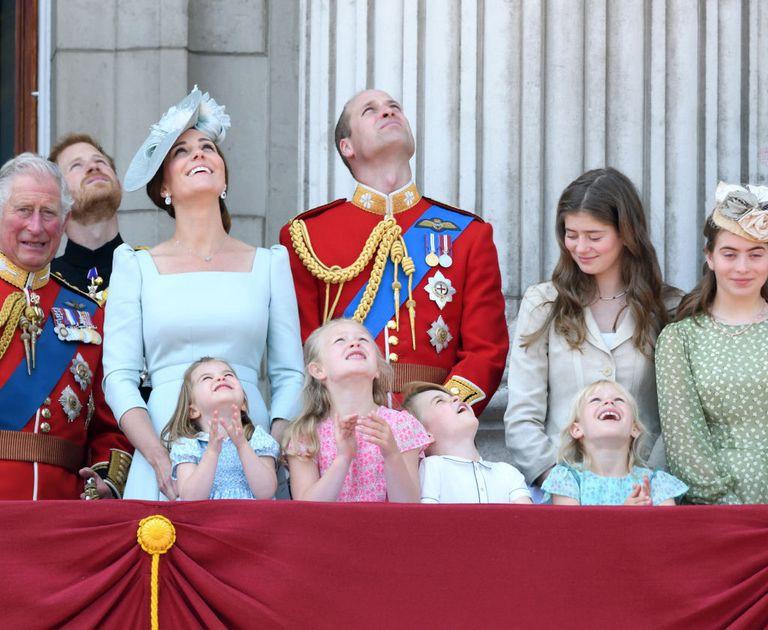 Chỉ một hành động nhỏ nhưng các mẹ sẽ học được 2 chiến thuật xử lý cơn ăn vạ của con giữa chốn đông người từ Công nương Kate Middleton-3