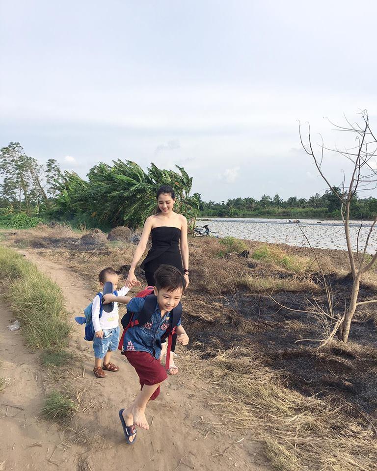Lấy Ngô Quang Hải, mỹ nhân nổi nhất HHVN 2012 giờ đẻ 2 con, 5 năm ở nhà bán hàng-3