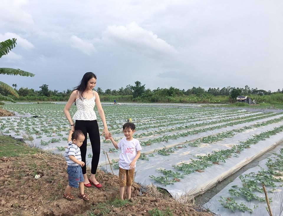 Lấy Ngô Quang Hải, mỹ nhân nổi nhất HHVN 2012 giờ đẻ 2 con, 5 năm ở nhà bán hàng-2