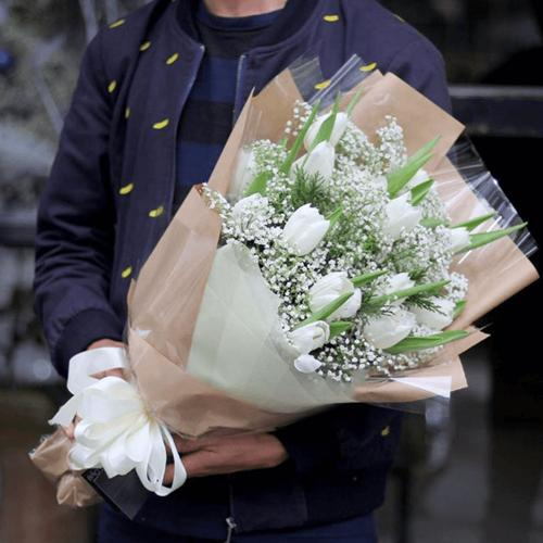 """Bó hoa tulip nặc danh trên bàn làm việc vợ và âm mưu hiểm độc bất ngờ của người xưa""""-1"""