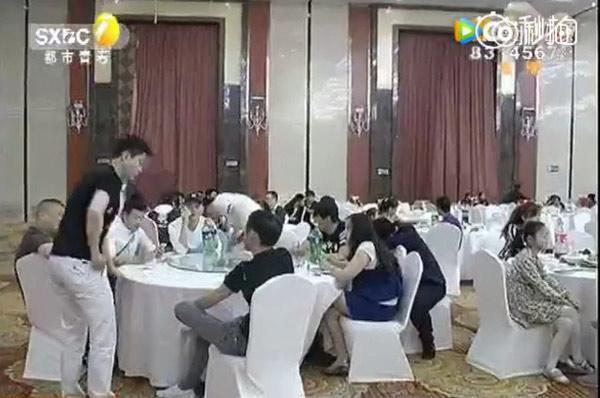 Cưới vợ giàu, chú rể thuê 200 khách lạ tới đám cưới để ra oai và cái kết khó ngờ-4