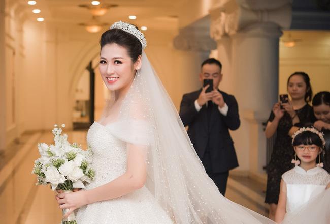 4 cô dâu đẹp nhất Vbiz năm 2018: Mỗi người một vẻ nhưng vẫn có điểm chung nhan sắc, tinh ý một chút là nhận ra ngay-12