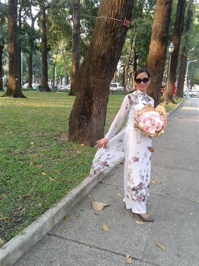 Khác với vẻ sang trọng trong hôn lễ của con gái, người mẹ giảng viên của Siêu mẫu Lan Khuê bình thường lại giản dị như thế này-6