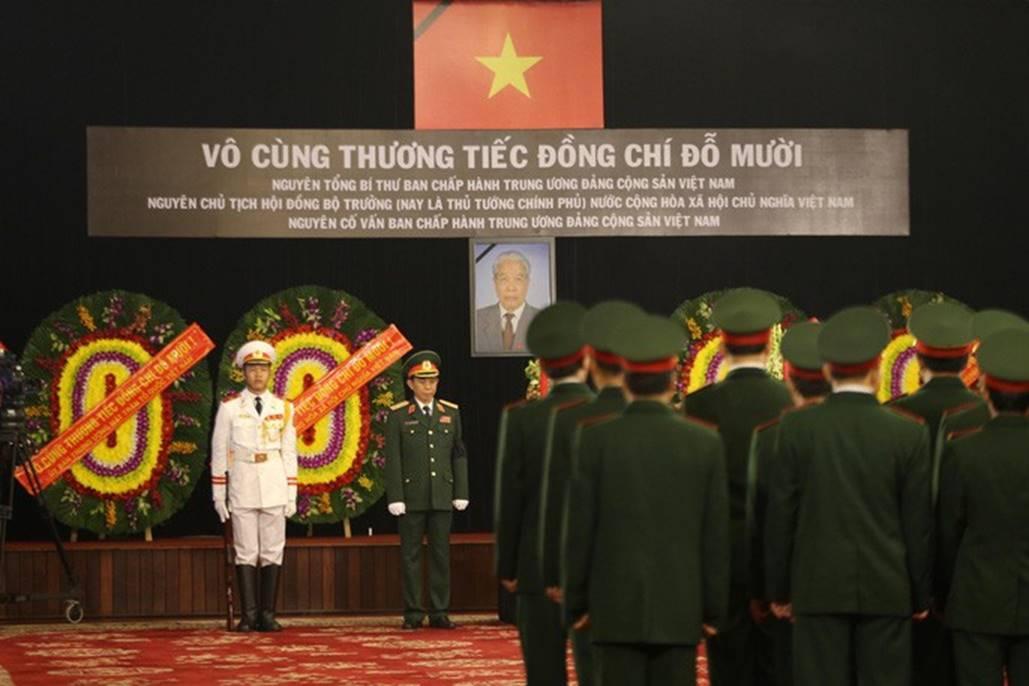Xúc động lễ viếng nguyên Tổng Bí thư Đỗ Mười tại TP HCM-3