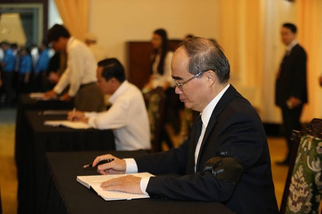 Xúc động lễ viếng nguyên Tổng Bí thư Đỗ Mười tại TP HCM-11