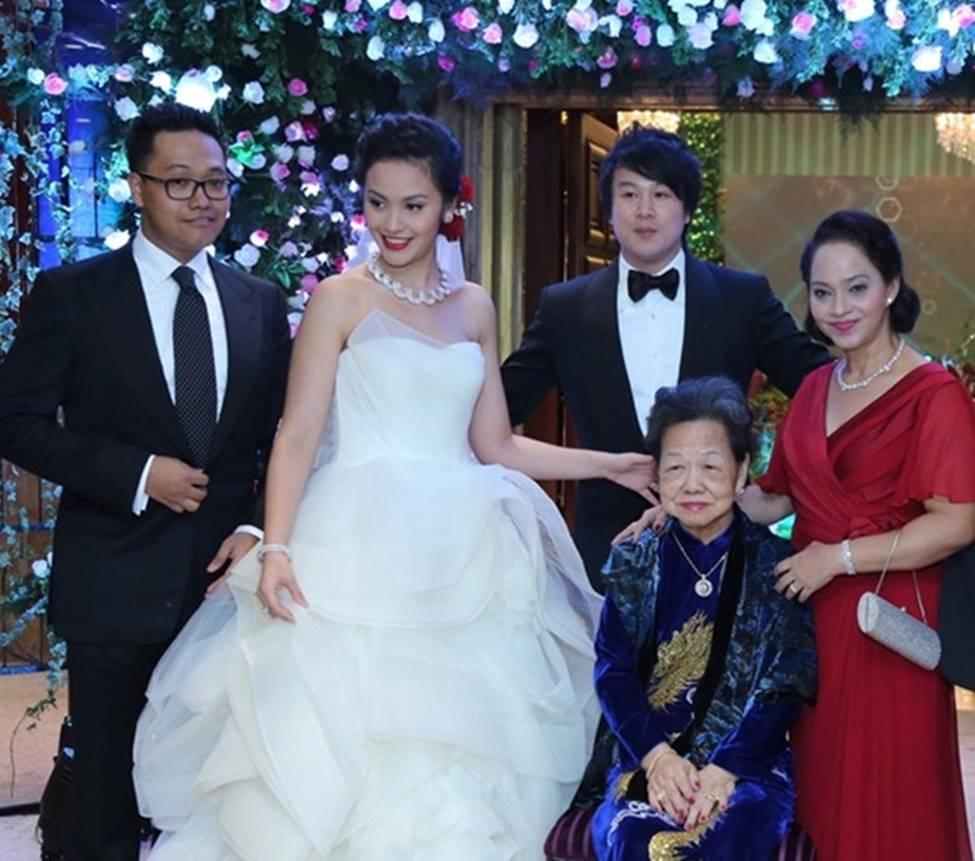 4 cô vợ đại gia giàu nứt đố đổ vách của sao nam Việt gồm những ai?-18