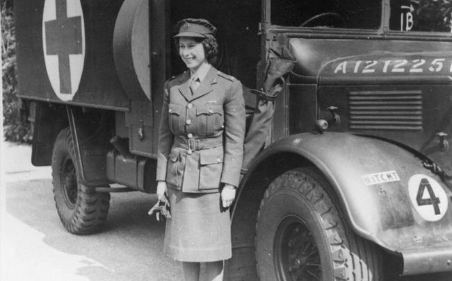 Nữ hoàng không có bằng lái xe nhưng bộ sưu tập xe hơi của bà khiến nhiều người phải choáng ngợp-2