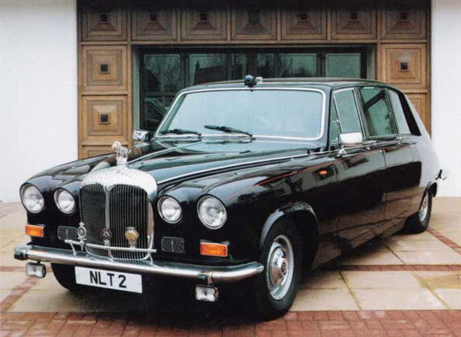Nữ hoàng không có bằng lái xe nhưng bộ sưu tập xe hơi của bà khiến nhiều người phải choáng ngợp-18