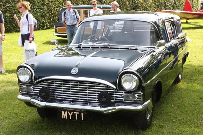 Nữ hoàng không có bằng lái xe nhưng bộ sưu tập xe hơi của bà khiến nhiều người phải choáng ngợp-19