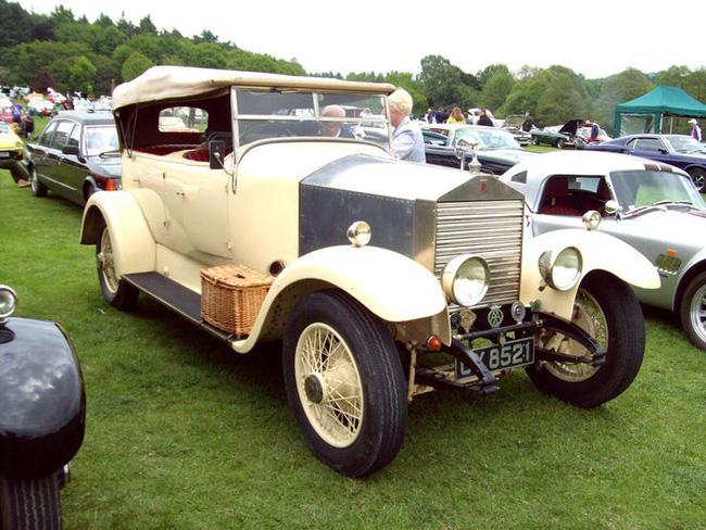 Nữ hoàng không có bằng lái xe nhưng bộ sưu tập xe hơi của bà khiến nhiều người phải choáng ngợp-20
