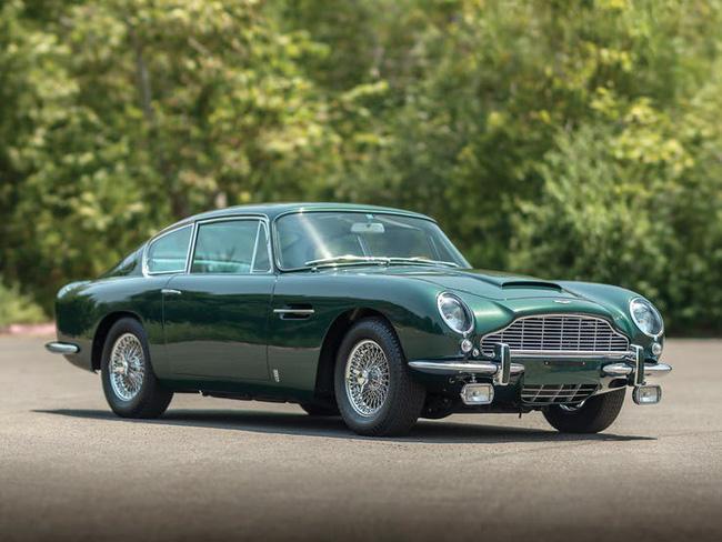Nữ hoàng không có bằng lái xe nhưng bộ sưu tập xe hơi của bà khiến nhiều người phải choáng ngợp-21