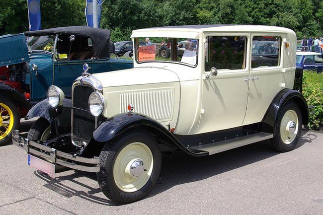 Nữ hoàng không có bằng lái xe nhưng bộ sưu tập xe hơi của bà khiến nhiều người phải choáng ngợp-23