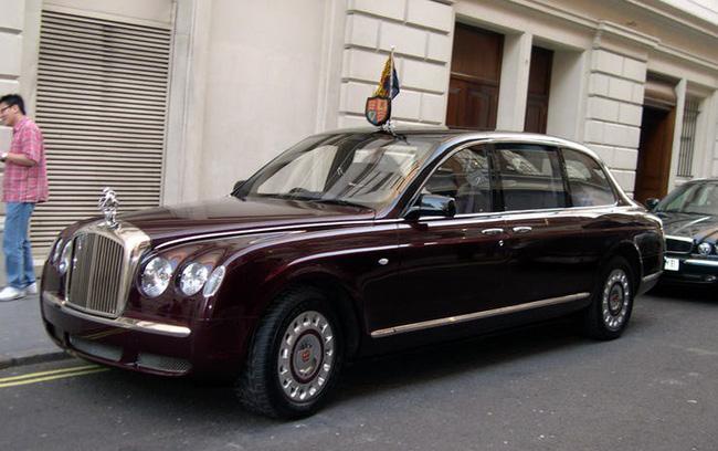 Nữ hoàng không có bằng lái xe nhưng bộ sưu tập xe hơi của bà khiến nhiều người phải choáng ngợp-25