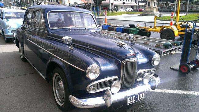 Nữ hoàng không có bằng lái xe nhưng bộ sưu tập xe hơi của bà khiến nhiều người phải choáng ngợp-6