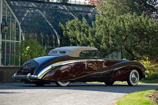 Nữ hoàng không có bằng lái xe nhưng bộ sưu tập xe hơi của bà khiến nhiều người phải choáng ngợp-7
