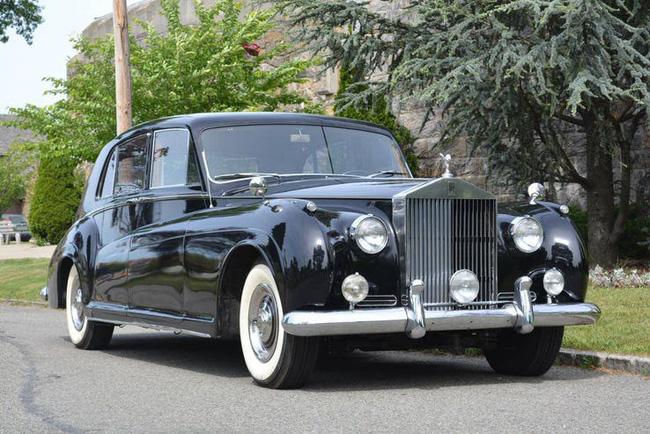 Nữ hoàng không có bằng lái xe nhưng bộ sưu tập xe hơi của bà khiến nhiều người phải choáng ngợp-8