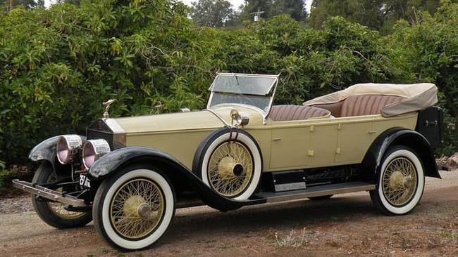 Nữ hoàng không có bằng lái xe nhưng bộ sưu tập xe hơi của bà khiến nhiều người phải choáng ngợp-10