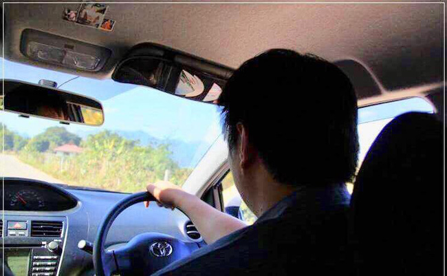 Năm xưa hứa cùng nàng ngồi trên chiếc xe hoa lộng lẫy nhất, nay anh chàng đã thực hiện được nhưng đoạn kết lại gây cười đau ruột-2