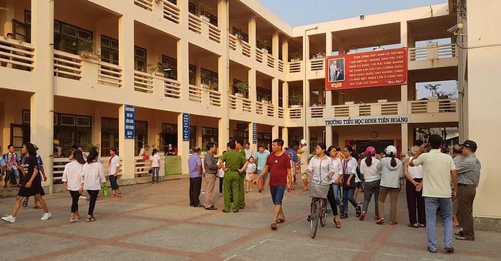 Vụ hàng trăm học sinh ở Ninh Bình nghi ngộ độc: Ruốc gà có mùi kinh lắm con không ăn-1