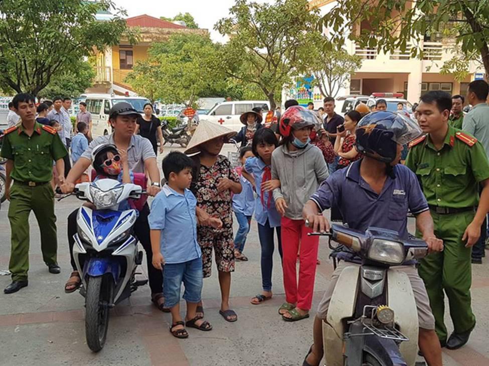 Vụ hàng trăm học sinh ở Ninh Bình nghi ngộ độc: Ruốc gà có mùi kinh lắm con không ăn-2