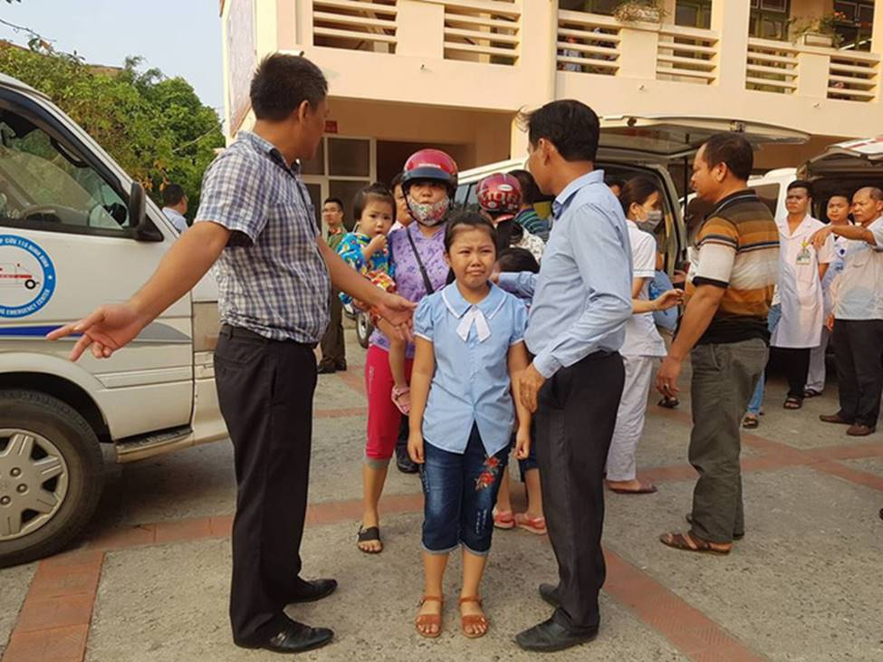 Vụ hàng trăm học sinh ở Ninh Bình nghi ngộ độc: Ruốc gà có mùi kinh lắm con không ăn-4