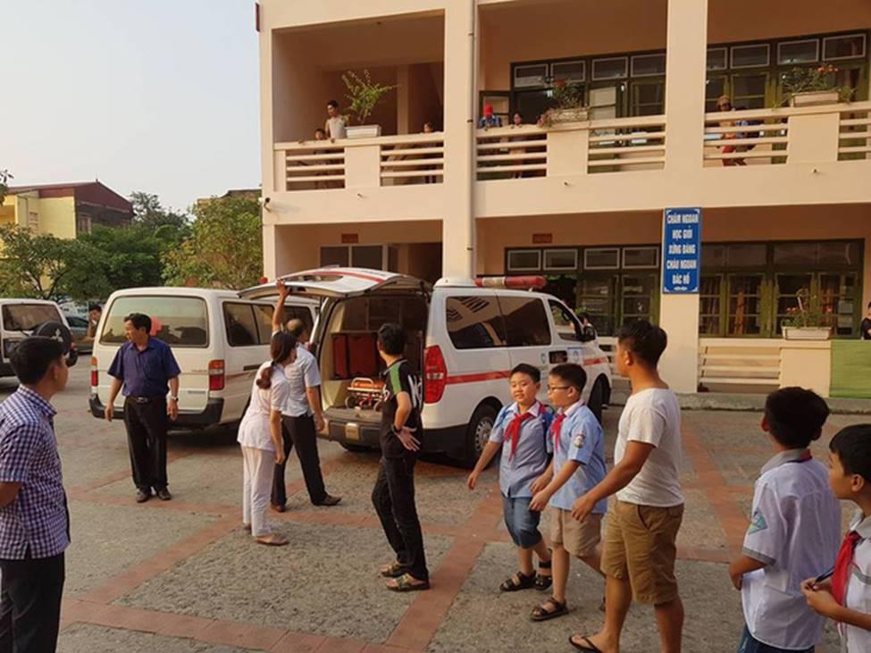 Vụ hàng trăm học sinh ở Ninh Bình nghi ngộ độc: Ruốc gà có mùi kinh lắm con không ăn-5