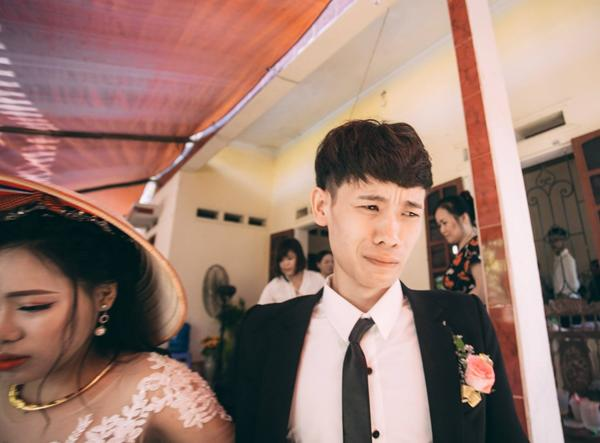 Chú rể trẻ Lạng Sơn khóc như một dòng sông dắt tay cô dâu trong ngày cưới-1