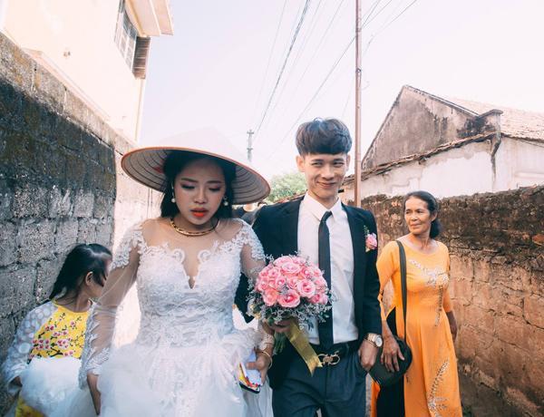 Chú rể trẻ Lạng Sơn khóc như một dòng sông dắt tay cô dâu trong ngày cưới-5