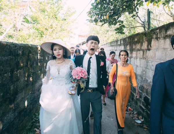 Chú rể trẻ Lạng Sơn khóc như một dòng sông dắt tay cô dâu trong ngày cưới-6