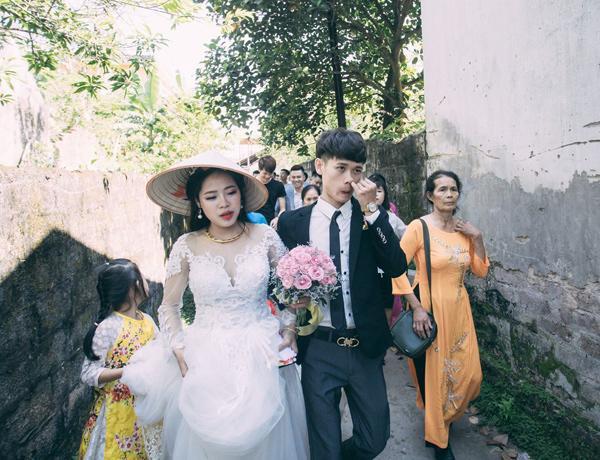 Chú rể trẻ Lạng Sơn khóc như một dòng sông dắt tay cô dâu trong ngày cưới-7
