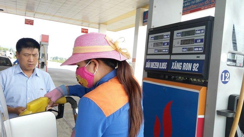Xăng dầu đồng loạt tăng giá mạnh, vượt đỉnh 22 ngàn/lít-1