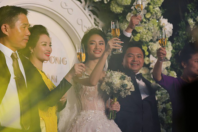 Điểm chung bất ngờ trong đám cưới Lan Khuê - Tú Anh - Thu Ngân: Mẹ cô dâu xinh đẹp, thu hút không kém con gái-9