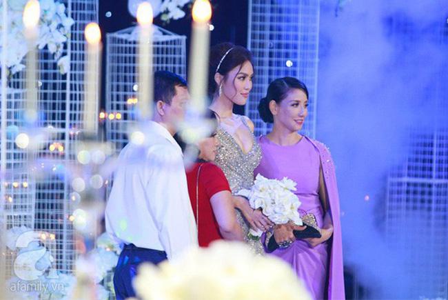Điểm chung bất ngờ trong đám cưới Lan Khuê - Tú Anh - Thu Ngân: Mẹ cô dâu xinh đẹp, thu hút không kém con gái-1