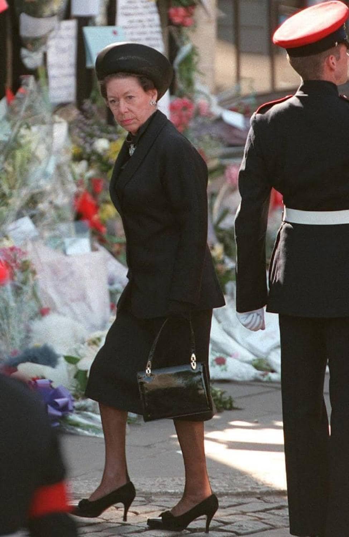 Không phải bà Camilla, đây mới chính là thành viên Hoàng gia chán ghét Công nương Diana ra mặt, đến dự lễ tang cháu dâu cũng không thèm cúi đầu-4