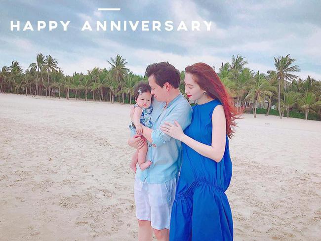 Kỷ niệm 1 năm ngày cưới, Hoa hậu Đặng Thu Thảo khoe ảnh một nhà ba người và để lộ dự định sinh con vào năm sau-1