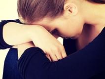 Can ngăn mẹ chồng đánh ghen giúp mình, bà hét lên một câu khiến tôi chỉ biết ngồi thụp xuống khóc