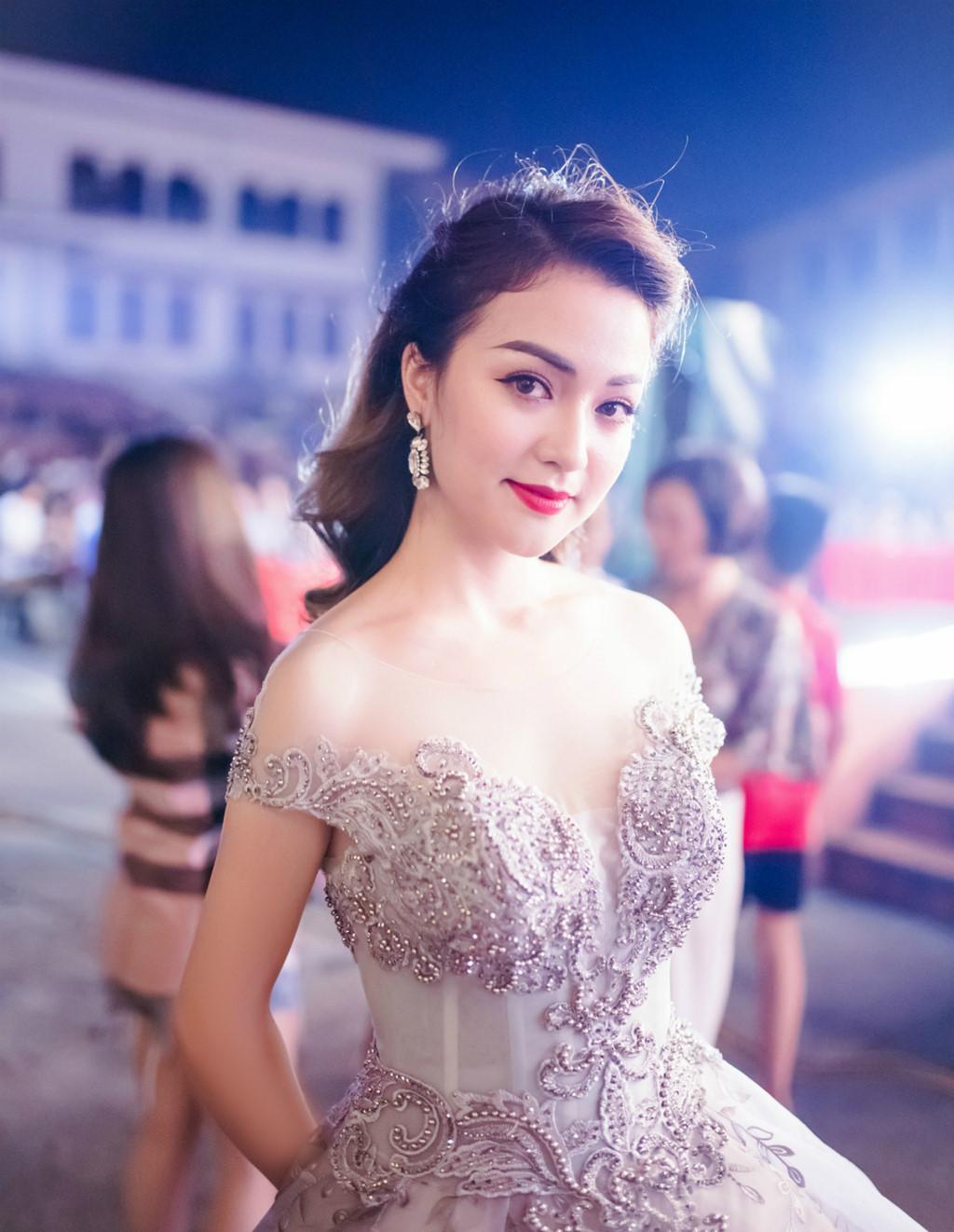 Nhan sắc hoa khôi ĐH Y dược Thái Nguyên 2018 thường bị nhầm là gái Tây-2