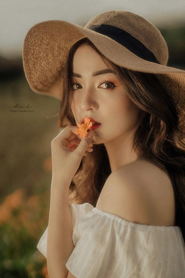 Nhan sắc hoa khôi ĐH Y dược Thái Nguyên 2018 thường bị nhầm là gái Tây-7