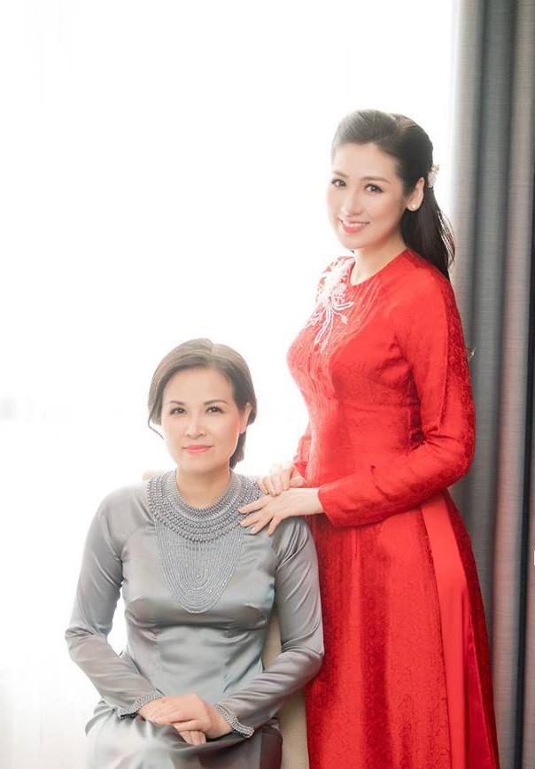 Ngắm nhan sắc và style của các bà mẹ mới hiểu vì sao các bông Hậu của Vbiz lại xinh đẹp duyên dáng đến vậy-21