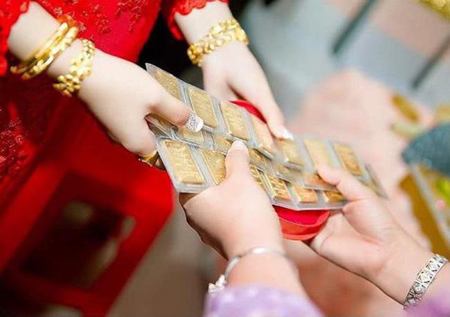 Vàng đeo không xuể trong đám cưới, vợ chồng trẻ vẫn cãi nhau kịch liệt vì đòi hỏi vô lý của cô dâu-2