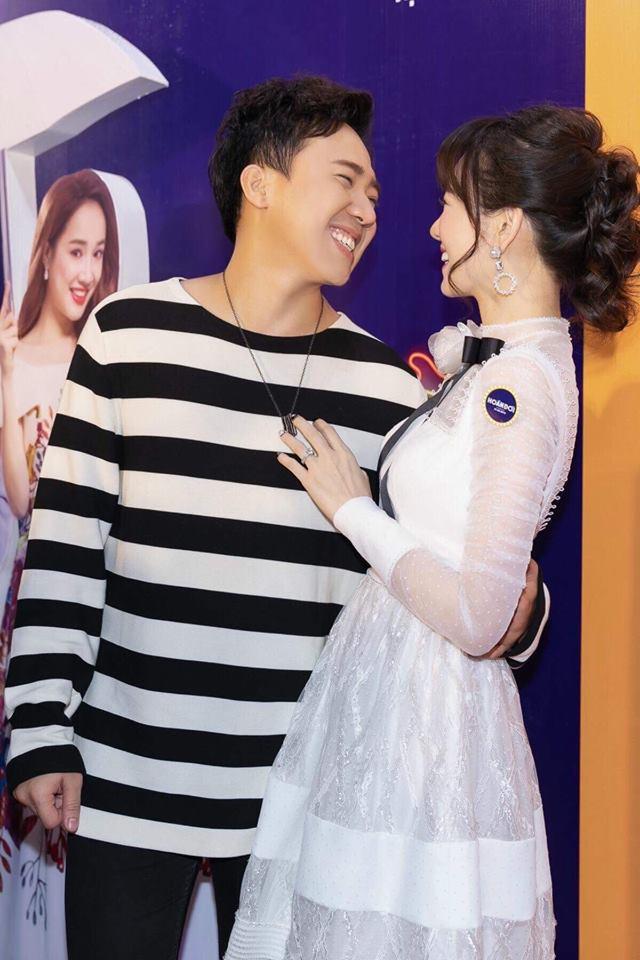 Fan ồ ạt chăm chăm chúc hai vợ chồng điều này ngay sau khi Trấn Thành đánh dấu 1000 ngày yêu Hari Won-3