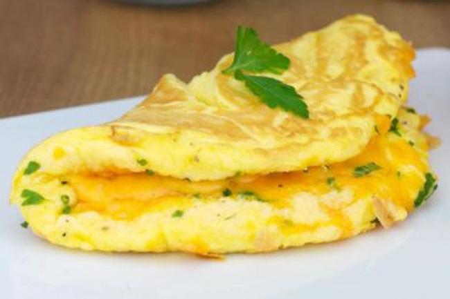 Chỉ cần cho một thìa nguyên liệu này vào món trứng chiên, chị em sẽ có ngay tuyệt phẩm vàng xốp, thơm ngậy-5