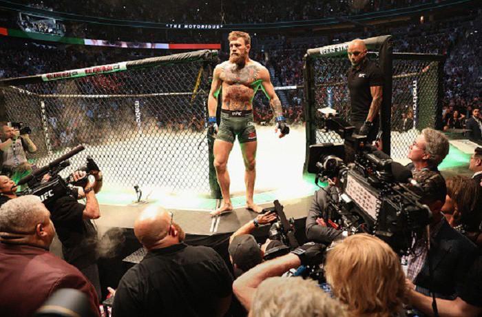 Gã điên McGregor thua đau trong lần tái xuất, tạo ra vụ ẩu đả chưa từng có trong lịch sử UFC-2