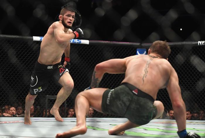 Gã điên McGregor thua đau trong lần tái xuất, tạo ra vụ ẩu đả chưa từng có trong lịch sử UFC-6
