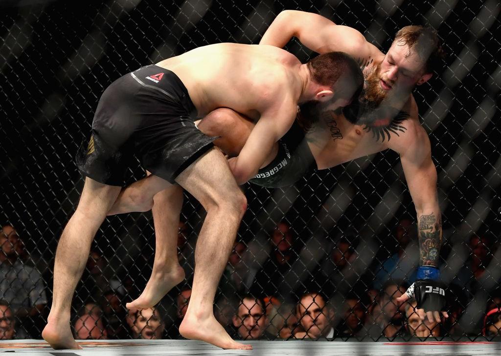 Gã điên McGregor thua đau trong lần tái xuất, tạo ra vụ ẩu đả chưa từng có trong lịch sử UFC-9