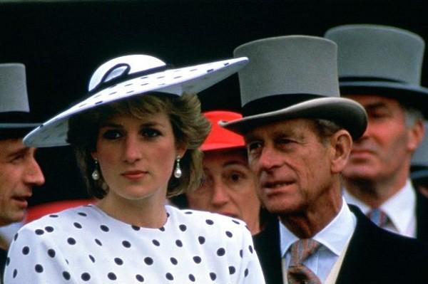 Hé lộ nhiều điểm bất ngờ trong những lá thư tay giữa Công nương Diana và bố chồng-1