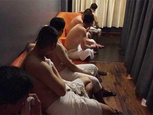 Nhức nhối những động mại dâm nam quan hệ đồng tính-1