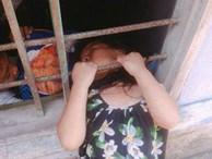 Bé gái nghịch dại kẹt đầu vào song sắt cửa sổ, phụ huynh phải dùng cưa máy để giải cứu