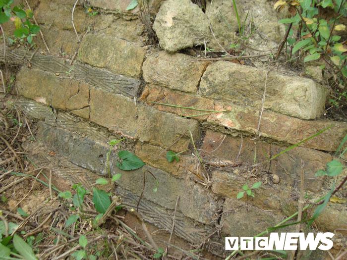 Thoải mái tàn phá nghĩa địa mộ cổ khổng lồ chứa cả tấn báu vật ở Hải Dương-4